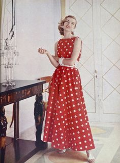 Fashion Red polka-dot dress, make this outfit best for you :) click the photo Vestidos Pin Up, Vestidos Retro, Fifties Fashion, Retro Fashion, Vintage Fashion, Moda Retro, Moda Vintage, Red Polka Dot Dress, Polka Dots