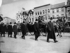 The first Secret Service, The agents walked on either side of Theodore Roosevelt's carriage on his inauguration day, March 4, 1905. Roosevelt was the first president to employ the Secret Service. Their fashion has not changed much.