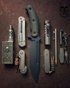 GOOD POCKET KNIVES:Finding really good pocket knives for EDC, self defense, hunting or tactical training isn't easy with all the sale hype. Edc Tactical, Tactical Survival, Survival Tools, Tactical Knives, Edc Gadgets, Bushcraft Gear, Edc Everyday Carry, Edc Knife, Urban Survival