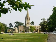 Church of England parish church of St Mary the Virgin, Church Green, Witney. This church was rebuilt in Witney Oxfordshire, Places Around The World, Around The Worlds, Homes England, Church Of England, English Countryside, Travel Memories, Kirchen, Trip Planning