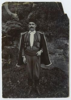 Άνδρας με παραδοσιακή ενδυμασία. Κρήτη Στέφανος Φιωτάκης