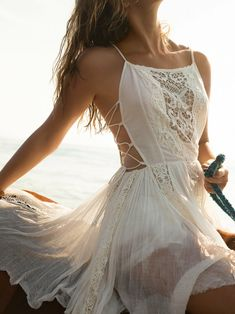Free People's cute dresses fit every occasion! Shop online for summer dresses, sundresses, casual dresses, white boho maxi dresses & more. Look Boho, Bohemian Style, Boho Chic, Hippie Style, Hippie Chic, Bohemian Chic Fashion, Feminine Fashion, Hippie Gypsy, Bohemian Fashion