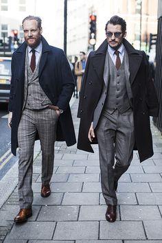 Street look at London Fashion Week Menswear Collections Fall/Winter Fashion Week Hommes, Mens Fashion Week, Mens Fashion Suits, Mode Masculine, Dapper Gentleman, Gentleman Style, Sharp Dressed Man, Well Dressed Men, Street Looks