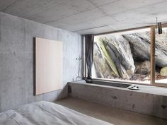 Nickisch Sano Walder Architects has deconstructed an Alpine log cabin creating a concrete house located in Flims, Swiss Alps, in order to provide. Interior Architecture, Interior And Exterior, Interior Design, Concrete Bathtub, Concrete Basin, Concrete Walls, Swiss Cottage, Beton Design, Cottage Renovation