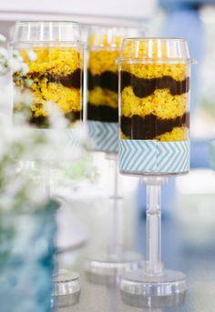 Veja como fazer push cake de bolo de cenoura com recheio de brigadeiro para festa infantil.