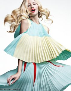 Linda Vojtova was captured by the lens of fashion photographer Richard Ramos for Woman Spain March Kirsten Dunst was photographed in Linda Vojtova's beautiful, multi-patterned cover dress for the March issue of Vogue Italia. Foto Fashion, Fashion Shoot, Editorial Fashion, High Fashion, Fashion Tips, Pastel Fashion, Female Fashion, Monaco, Photoshoot Images