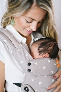 Baby Tula's Explore 'Sleepy Dust' baby carrier allows you to use in an ergonomic forward-facing position with a panel that adjusts grow as baby grows from early infancy to toddlerhood. Neck Support Pillow, Baby Carrying, Best Baby Carrier, Baby Head, Head And Neck, Baby Grows, Gray Background, Baby Feeding, Baby Sleep