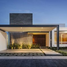 Awesome Casas Modernas Casa Moderna Un Piso Design Ideas for Your Home Decorating and Home Remodeling of The Years Modern Exterior, Exterior Design, Contemporary Architecture, Interior Architecture, Contemporary Homes, Modern Homes, Carport Designs, One Story Homes, Facade House