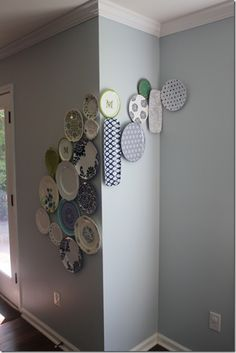 Plate Wall Displays: Cheap and Easy! Dishfunctional Designs: China Plate Wall Displays: Cheap and Easy!Plate Plate may refer to a range of generally thin and flat objects upon where food or other items—including additional plates—can be placed. Decoracion Vintage Chic, Hanging Plates, Wall Plates, Plate Wall Decor, Plate Display, Home And Deco, Eclectic Decor, Decoration, Diy Home Decor
