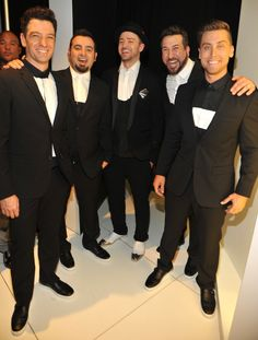 I CAN'T EVEN TAKE YOU. | These Pictures Of NSYNC Reunited Back Stage Will Basically Make You Die
