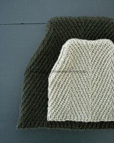 Вязаная спицами шапка Ёлочка