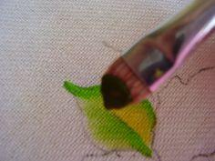 a tinta tem que estar sempre do lado de cima do pincel para contornar