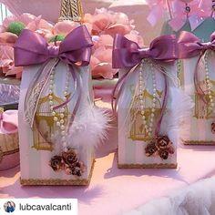 #Repost @lubcavalcanti (via @repostapp) ・・・ Uma festa rica em detalhes ! Como diz vovó - com muito rococó Quantos passarinhos e mimos tem as caixinha da Laduree?! @atelierartemao #detalhes #kidsparty #celebrate #kidsparty #atelierartemao