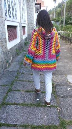 Arte de la esquina de tela: abrigo de ganchillo  #abrigo #arte #esquina #ganchillo #tela Crochet Coat, Crochet Jacket, Crochet Cardigan, Crochet Clothes, Granny Square Sweater, Granny Square Crochet Pattern, Crochet Granny, Crochet Patterns, Crochet For Kids