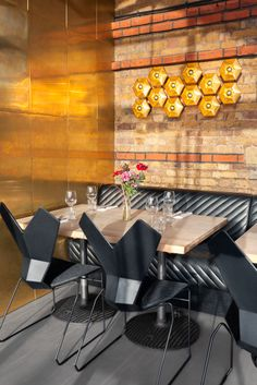 Restaurant I Hotel I Interior I Eating Chair I Ess-Stuhl I Ergnomie Stuhl I schwarz black I glasfaserverstärkte Nylon I Y Chair by Tom Dixon
