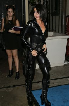 hot sarah hyland in leather at DuckDuckGo Sexy Outfits, Fall Fashion Outfits, Leather Dresses, Leather Pants, Leather Jumpsuit, Classy Women, Sexy Women, Mode Latex, Leder Outfits