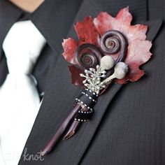 love this with orange berries instead of silver for October wedding