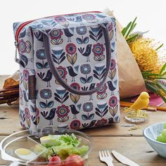 49c501b699 The perfect grown-up lunch bag. These stylish Fifties Floral print adult  lunch bags are fully insulated to keep your food fresh throughout the day.