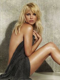 Anna Faris if Funny AND Sexy (3 of 10)   Her middle name is Kay.