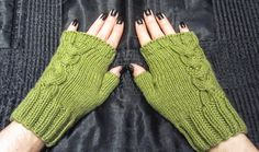 Mirror mittens with free pattern