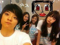 Sulli sketches in f(x) member Victoria in a recent selca #allkpop #kpop