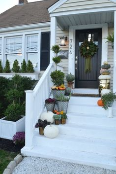Fall Front Porch Decor- Rich Colors and all the Pumpkins #fallporch