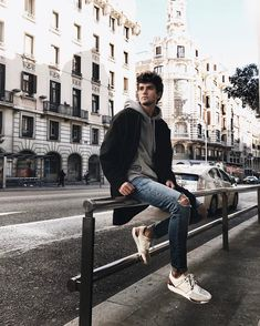 Insta Pictures, Poses For Pictures, Guy Pictures, Poses Pour Photoshoot, Men Photoshoot, Portrait Photography Men, Photography Poses For Men, Male Models Poses, Male Poses