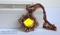 """Necklace """"Four Corner Medallion"""" beaded by PrettyNett.de"""