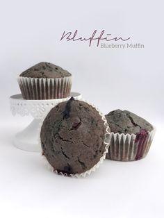 Muffin vegani con mirtilli, cioccolato fondente e polvere di bacche di mirtilli selvatici finlandesi