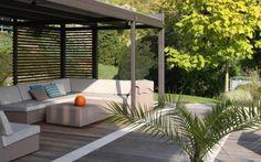 amenagement-jardin-terrasse-pergola-acier-canapé-rotin-table-basse-coussins aménagement de jardin et terrasse