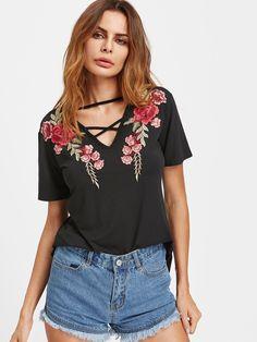 Camiseta con cuello en V con tiras con parche de rosa -Spanish SheIn(Sheinside)