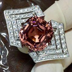 Louis Vitton - 21.94 ct Malaya Garnet and  7.45 cts of diamonds