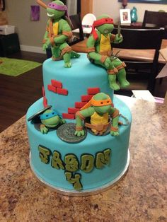 TMNT cake with blue background