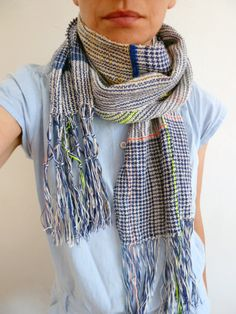 Handwoven scarf by Ilse Acke Weaving Textiles, Textile Fabrics, Textile Patterns, Loom Weaving, Hand Weaving, Poncho Pattern Sewing, Woven Scarves, Pashmina Shawl, Clothing Websites