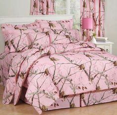 A camouflage bedding set in a pink based on Realtree popular hunting camo pattern, Realtree All Purpose Pink bedding collection will transform your bedroom in to a woodland retreat in pink.