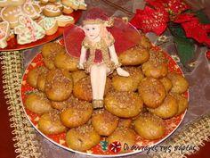 Μελομακάρονα - Greek cookies melomakarona - Honey cookies with semolina Greek Sweets, Greek Desserts, Greek Recipes, Vegan Recipes, Cooking Recipes, Greek Cookies, Honey Cookies, Kinds Of Cookies, Christmas Mix