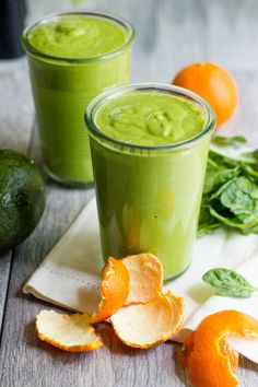 This bright Clementine Avocado Smoothie is perfect for a morning pick-me-up. Don't be afraid of the avocado! It's tasteless and adds a wonderful texture. // Shit, I'm SUPER excited about this one! Avocado Smoothie, Best Smoothie, Smoothie Vert, Healthy Green Smoothies, Green Smoothie Recipes, Breakfast Smoothies, Smoothie Drinks, Healthy Drinks, Healthy Eating