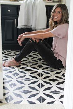 How to Paint Linoleum Floors - DIY Stenciled Pattern Floors -Project Whim Painting Linoleum Floors, Painting Concrete, Linoleum Flooring, Diy Flooring, Bedroom Flooring, Plywood Subfloor, Plywood Floors, Painted Kitchen Floors, Painted Floors