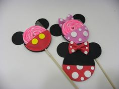 porta pirulito Minnie ou Mickey - cortes para montar - Petilola Mickey Mouse E Amigos, Mickey E Minnie Mouse, Mickey Mouse And Friends, Minie Mouse Party, Mickey Mouse Clubhouse Party, Mimi Y Mickey, Mini Mouse, Valentine Treats, Mickey Mouse Birthday