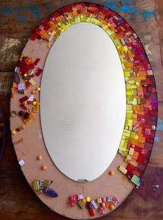 Think mosaic. Stained Glass Mirror, Mirror Mosaic, Mosaic Diy, Mosaic Crafts, Mosaic Projects, Mosaic Glass, Mirror Painting, Mirror Art, Diy Mirror