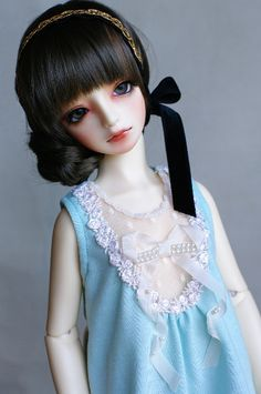 のたのた <3 this doll is very pretty! Probably from Japan.