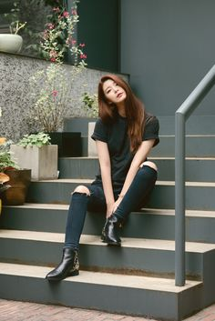 Oh Hye Rim wearing EEIGHT shoes