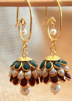 Dangler Earrings Jhumkas by shopAraish on Etsy :O So damm beautiful ♥ Cute Jewelry, Gold Jewelry, Gold Earrings, Jewelry Accessories, Jewelry Design, Drop Earrings, Jhumki Earrings, Unique Earrings, India Jewelry