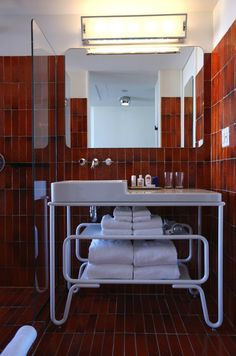 The Standard NY Hotel by Roman and Williams Buildings and Interiors Modern Bathroom Cabinets, Bathroom Tile Designs, Bathroom Design Inspiration, Interior Inspiration, Reece Bathroom, Roman And Williams, Beautiful Interior Design, House Goals, Master Bathroom