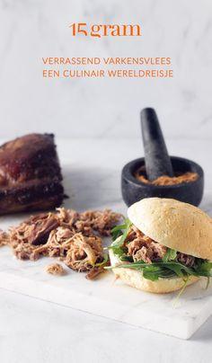 Varkensvlees is bijzonder geliefd en smaakvol vlees waar je erg veel kanten mee uit kan. Denk maar aan spek, charcuterie, ribbetjes, bloedworst of gehakt. Het heeft de reputatie van redelijk vet vlees te zijn maar dat is volledig afhankelijk van het stuk. Varkenshaasje of mignonettes zijn bijvoorbeeld wel magere stukken die perfect in een gezond dieet passen. We laten ons inspireren door recepten van over de hele wereld en van bij ons met varkensvlees in de hoofdrol. Goulash, Pulled Pork, Vinaigrette, Beef, Food, Shredded Pork, Meat, Essen, Meals