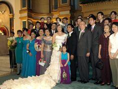 Wedding flowers: bridal entourage and family Bridal Entourage, Bridesmaid Dresses, Wedding Dresses, Wedding Flowers, Fashion, Bridesmade Dresses, Bride Dresses, Moda, Bridal Gowns