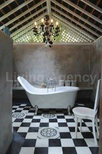 clawfoot tub inspiration (image via planete deco) Romantic Bathrooms, Outdoor Bathrooms, Dream Bathrooms, Beautiful Bathrooms, Bathroom Color Schemes, Colour Schemes, Tadelakt, Refuge, Bathroom Layout