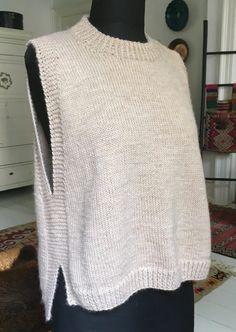 Diy Crafts - with,slits-Loose vest with slits - susanne-gustaf .- Lose Weste mit Schlitzen – susanne-gustaf … Loose vest with slits – susanne-gusta How To Start Knitting, Knitting For Beginners, Free Knitting, Knitting Patterns, Knitting Ideas, Knitting Scarves, Baby Knitting, Crochet Baby, Knit Crochet
