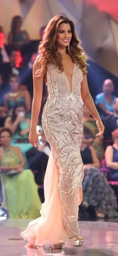 Miss Columbia Universe 2015 Evening Gown: HIT or MISS? http://thepageantplanet.com/miss-colombia-universe-2015-evening-gown/