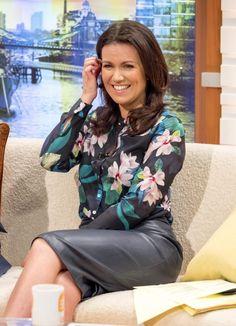 Susanna Reid on Good Morning Britain. Black Leather Pencil Skirt, Pencil Skirt Work, Sexy Blouse, Blouse And Skirt, Susanna Reid Legs, Suzanna Reid, Gal Gabot, Tv Girls, Sexy Older Women